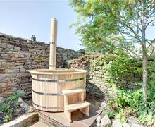 Snaptrip - Last minute cottages - Adorable Reeth Cottage S59017 - Hot Tub - View 2