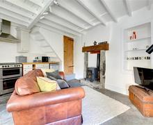 Snaptrip - Last minute cottages - Wonderful Hawes Apartment S61034 - Living Area - View 2