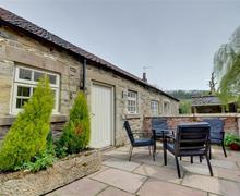 Snaptrip - Last minute cottages - Charming Cropton Cottage S70028 - Patio with oustide seating