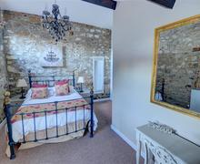 Snaptrip - Last minute cottages - Gorgeous Leyburn Rental S12939 - Bedroom - View 2