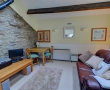 Snaptrip - Holiday cottages - Delightful Thwaite Rental S25449 - Lounge - View 1