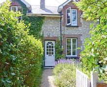 Snaptrip - Last minute cottages - Charming Freshwater Cottage S14224 -