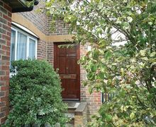 Snaptrip - Last minute cottages - Attractive Freshwater Cottage S14228 -