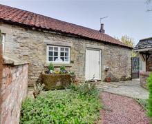 Snaptrip - Last minute cottages - Quaint Cropton Cottage S70029 - Exterior
