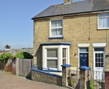 Snaptrip - Last minute cottages - Cosy Cowes Apartment S14232 -