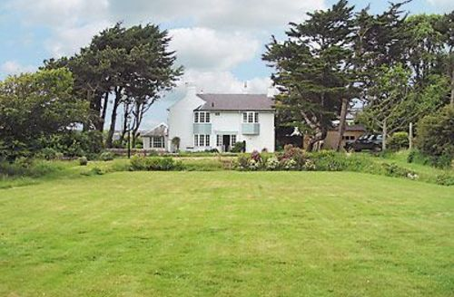 Snaptrip - Last minute cottages - Luxury Freshwater Cottage S14239 -
