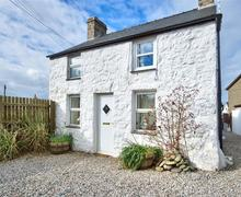Snaptrip - Last minute cottages - Beautiful Mynytho Cottage S73708 - PENYGR - Exterior View 1