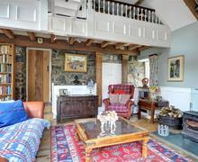 Snaptrip - Last minute cottages - Splendid Criccieth Cottage S46117 - FL017 - Sitting Room View 1