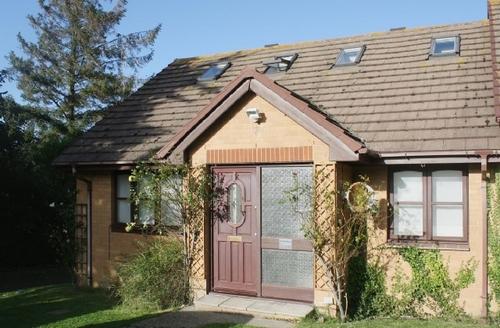 Snaptrip - Last minute cottages - Superb Freshwater Cottage S14251 -