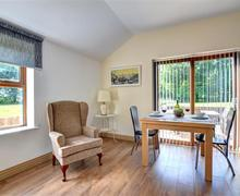 Snaptrip - Last minute cottages - Wonderful Swansea Lodge S69882 - WAY154 - Dining Area