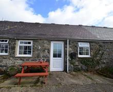 Snaptrip - Last minute cottages - Quaint Criccieth Rental S11324 - WAG374 - Exterior1