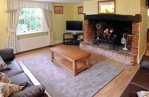 Snaptrip - Last minute cottages - Captivating Newport Cottage S14270 -