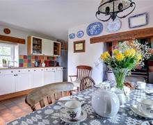 Snaptrip - Last minute cottages - Lovely Caernarfon Cottage S72717 - WAG564 - Kitchen Diner