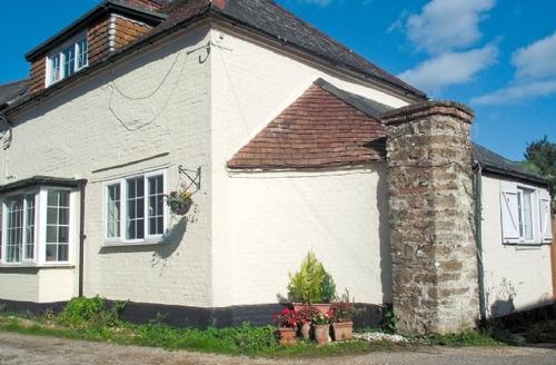 Snaptrip - Last minute cottages - Quaint Newport Cottage S14272 -