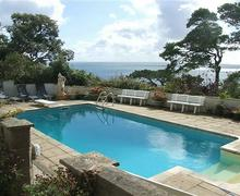 Snaptrip - Last minute cottages - Superb Tenby Apartment S43825 - Outdoor heated pool with great views.