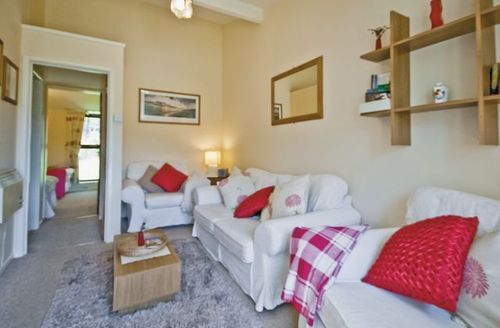 Snaptrip - Last minute cottages - Inviting Ryde Cottage S14273 -