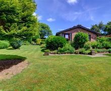 Snaptrip - Last minute cottages - Exquisite Kington Rental S11185 - WAM180 - Side Garden