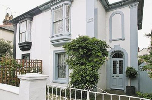 Snaptrip - Last minute cottages - Inviting Ryde Cottage S14285 -