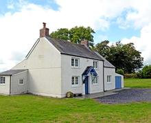 Snaptrip - Last minute cottages - Delightful Minwear Cottage S43806 - Holiday property sleeping 8 nr Narberth