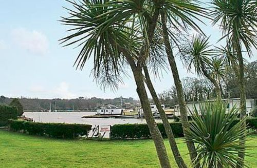 Snaptrip - Last minute cottages - Exquisite Ryde Apartment S14300 -
