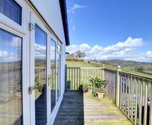 Snaptrip - Last minute cottages - Lovely  Apartment S49673 - WAE280 - Decking and View