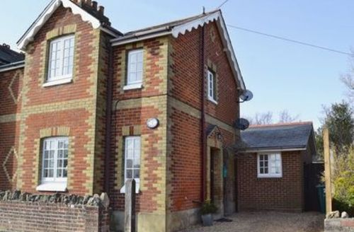 Snaptrip - Last minute cottages - Wonderful Ryde Cottage S14302 -