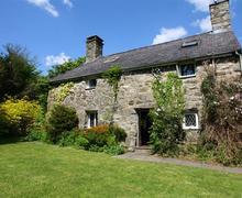 Snaptrip - Last minute cottages - Gorgeous Criccieth Cottage S46129 - FL031_out5.jpg