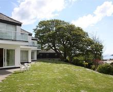 Snaptrip - Last minute cottages - Stunning Saundersfoot Apartment S43750 - Coedrath has sea views from garden