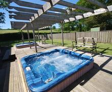 Snaptrip - Last minute cottages - Beautiful Builth Wells Rental S11417 - WAL346 - Hot tub