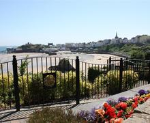 Snaptrip - Last minute cottages - Lovely Tenby Apartment S46100 - Beachside is in a great location