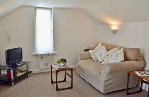 Snaptrip - Last minute cottages - Tasteful Ryde Cottage S14313 -