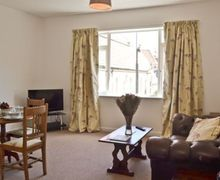 Snaptrip - Last minute cottages - Superb Ryde Cottage S14316 -