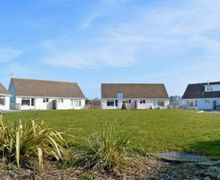 Snaptrip - Holiday cottages - Cosy Ryde Cottage S14317 -