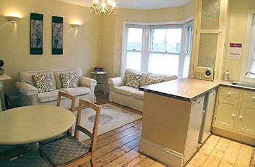 Snaptrip - Last minute cottages - Adorable Shanklin Apartment S14323 -