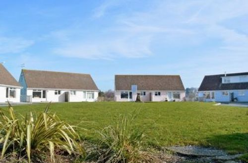 Snaptrip - Last minute cottages - Inviting Ryde Cottage S14325 -