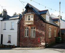 Snaptrip - Last minute cottages - Gorgeous South Cornwall Rental S26497 - The Mission Hall