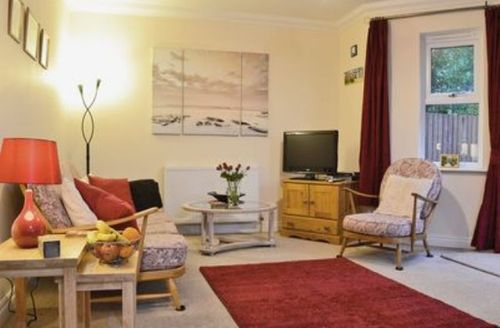 Snaptrip - Last minute cottages - Attractive Shanklin Apartment S14349 -