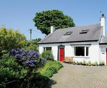 Snaptrip - Last minute cottages - Inviting Moelfre Cottage S50302 - Thornfield-exterior-16