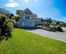 Snaptrip - Last minute cottages - Wonderful Bangor Apartment S37516 - Ty-Gwyn-exterior-15