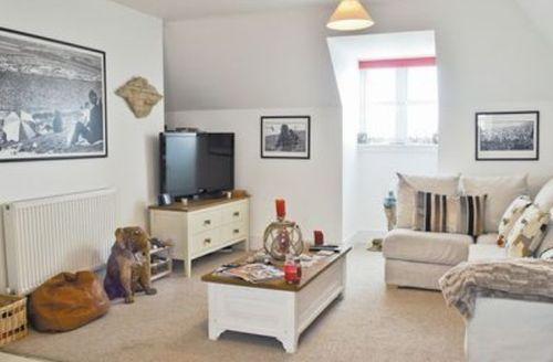 Snaptrip - Last minute cottages - Tasteful Ventnor Apartment S14387 -