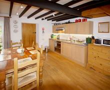 Snaptrip - Last minute cottages - Lovely Snowdonia Cottage S26848 - Garthfain-kitchen-diner
