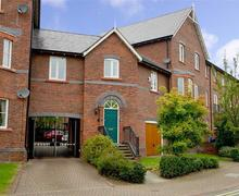 Snaptrip - Last minute cottages - Quaint Chester Apartment S76989 - tower2towerviewexterior14