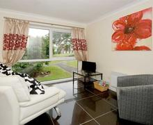 Snaptrip - Last minute cottages - Adorable Snowdonia Apartment S37637 - Marina-Apartment-lounge-area