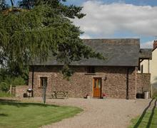 Snaptrip - Last minute cottages - Inviting Llanfihangel Crucorney Cottage S40112 - Cider House
