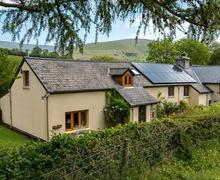Snaptrip - Last minute cottages - Lovely Pengenffordd Cottage S40121 - Alpaca Exterior Brecon Beacons-8843