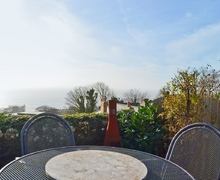 Snaptrip - Last minute cottages - Excellent Ventnor Cottage S14402 -