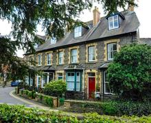 Snaptrip - Last minute cottages - Luxury Hay On Wye Cottage S40326 - Bookends Exterior Web-3048