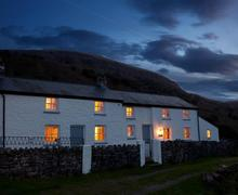 Snaptrip - Last minute cottages - Wonderful Llangattock Cottage S40139 - Mayberry-night-exterior