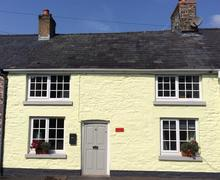 Snaptrip - Last minute cottages - Tasteful Trecastle Cottage S40098 - coachingmans door