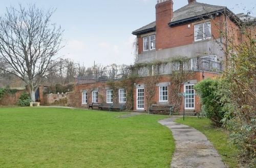 Snaptrip - Last minute cottages - Adorable Bamburgh Cottage S14455 -